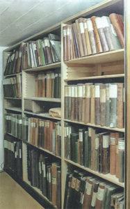 Bücherregal im Archiv Röthenbach